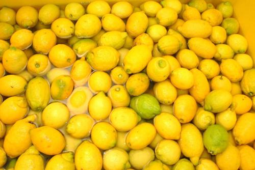 Limones en agua